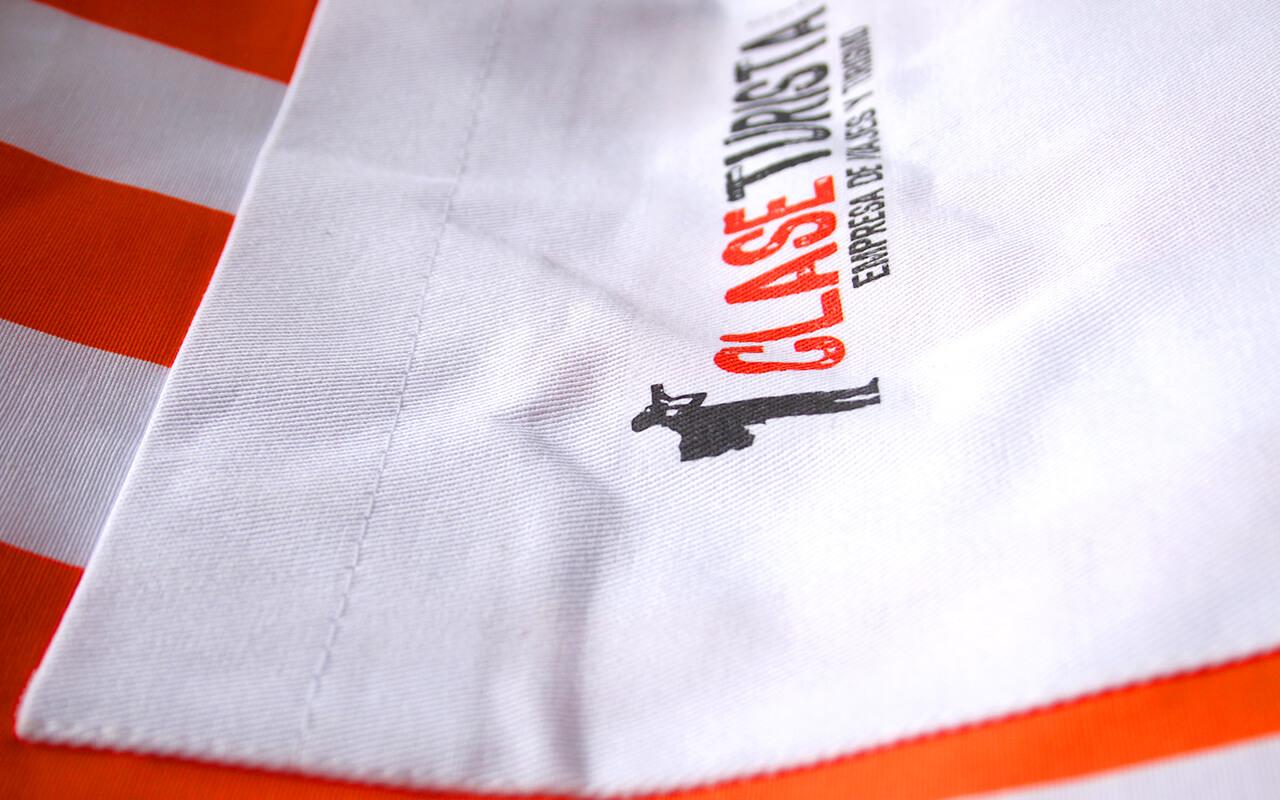 Clase Turista | Designed by Jueves™  Handamade Goods